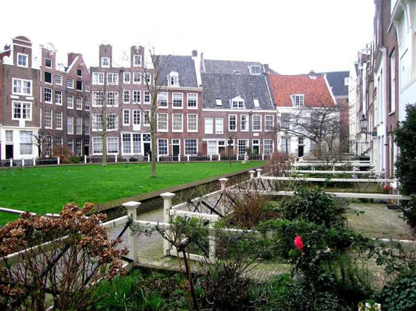 Le begijnhof amsterdam for Jardin secret des hansen